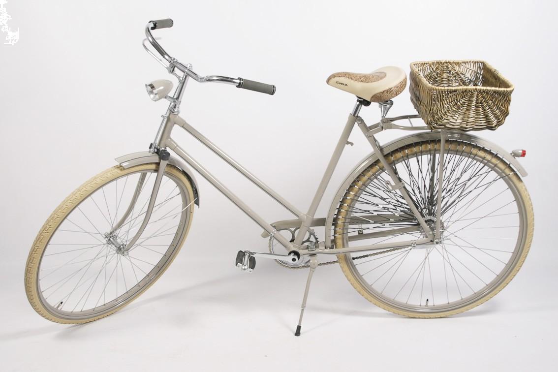 Dámsky retro bicykel UNIVERSAL cream – kráska v nenápadnom šate